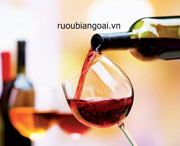 5 lợi ích tuyệt vời của rượu vang đỏ