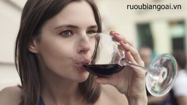 Lợi ích của uống rượu vang đỏ đối với sức khỏe nên biết